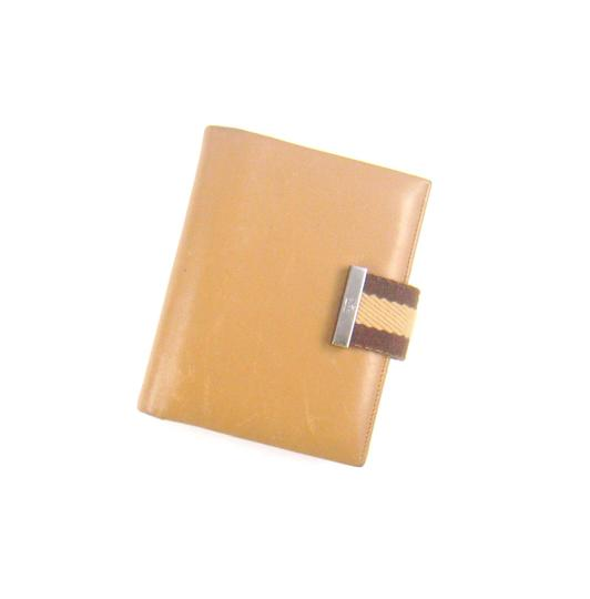 Preload https://img-static.tradesy.com/item/23382995/gucci-brown-agenda-calf-leather-notebook-planner-cover-0-0-540-540.jpg