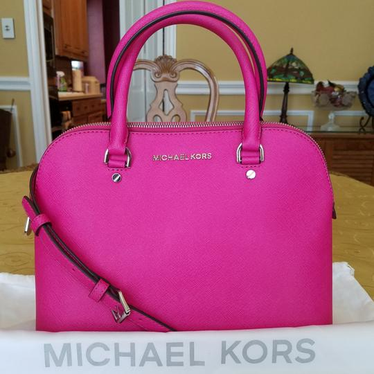 Preload https://img-static.tradesy.com/item/23383026/michael-kors-medium-cindy-pink-saffiano-leather-satchel-0-2-540-540.jpg