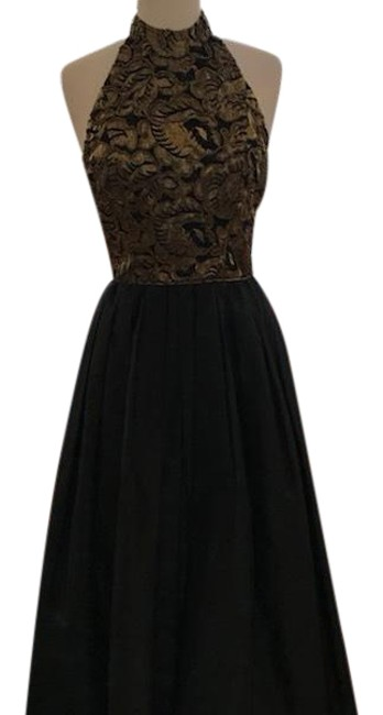 Preload https://img-static.tradesy.com/item/23383171/black-and-gold-halter-neck-ball-gown-long-formal-dress-size-6-s-0-1-650-650.jpg