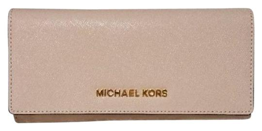 Preload https://img-static.tradesy.com/item/23383189/michael-kors-oyster-jet-set-carryall-leather-wallet-0-1-540-540.jpg