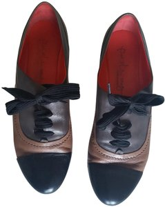 Pas de Rouge Sacchetto Italian Black and tan Wedges