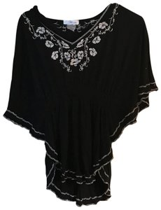 Annabelle Top Black and white