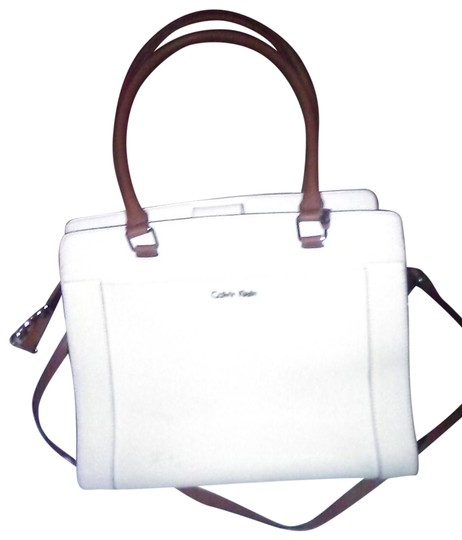 Preload https://img-static.tradesy.com/item/23383693/calvin-klein-pebbled-2-way-purse-whitw-leather-shoulder-bag-0-1-540-540.jpg