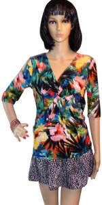Cable & Gauge New With Tags Summer Fitted Top Multi-Color Floral Hawaiian Design