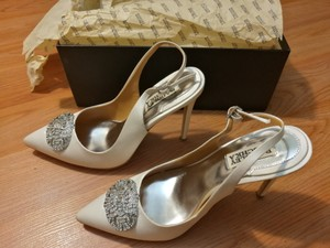 Badgley Mischka Ivory Sansa White Satin Pumps Size US 7.5 Regular (M, B)