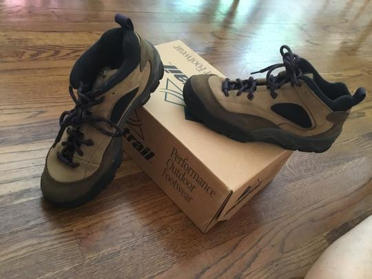 Columbia Sportswear Company Leather Sneakers Lug Sole Brown/Purple Boots Image 1