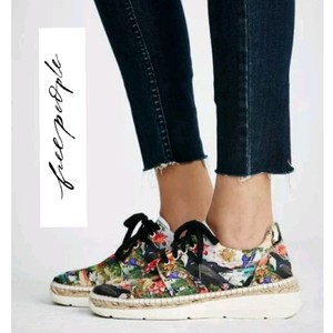 Free People Colorful Tropical Print Woven Athletic