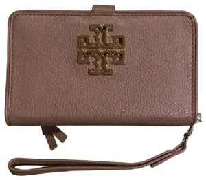 Tory Burch Smartphone Spring Smartphone Summer Smartphone Britten Leather Wristlet in brown