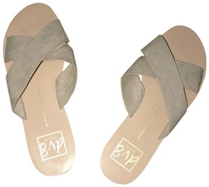 DV8 by Dolce Vita oatmeal Sandals