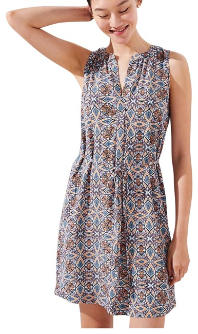 Preload https://img-static.tradesy.com/item/23391064/ann-taylor-loft-medallion-split-neck-tie-waist-short-casual-dress-size-6-s-0-1-650-650.jpg