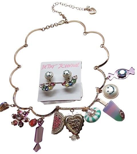 Preload https://img-static.tradesy.com/item/23392100/betsey-johnson-whirte-new-candy-necklace-and-earrings-0-2-540-540.jpg