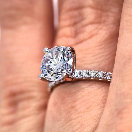 Delicate and Classic 1.50 Carat Round Cut Diamond Engagement Ring