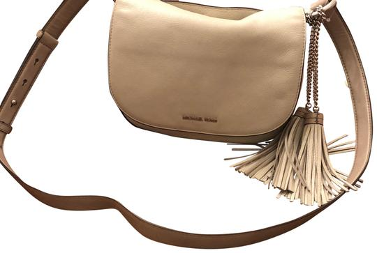 Preload https://img-static.tradesy.com/item/23394827/michael-michael-kors-large-elyse-saddle-cement-leather-cross-body-bag-0-1-540-540.jpg