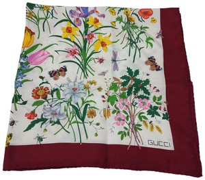 Gucci Burgundy, white multicolor Gucci Flora print silk scarf