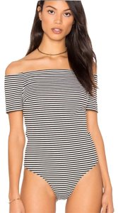 Kendall + Kylie Top black and white