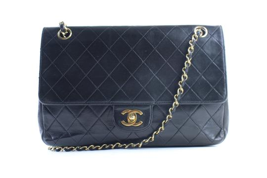 Preload https://img-static.tradesy.com/item/23402884/chanel-classic-flap-quilted-226199-black-leather-shoulder-bag-0-1-540-540.jpg