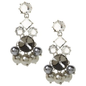Banana Republic NWT Banana Republic Ballet Pearl chandelier earrings.