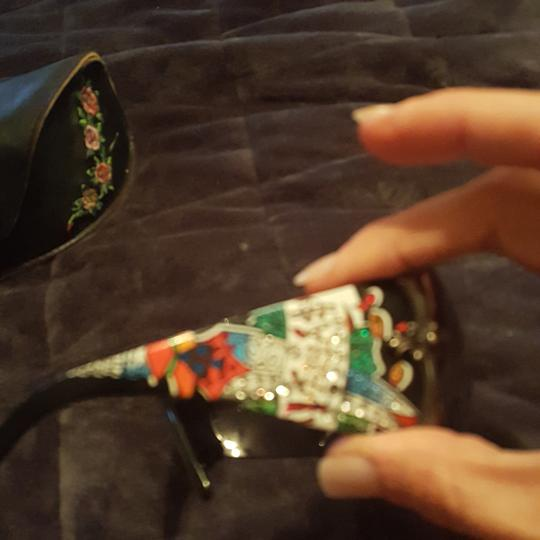 Ed Hardy Ed Hardy sunglasses limited edition with both earpieces inlaid with sworsky crystals and signature Ed Hardy art. Case and extra crystals included Image 3
