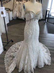 Allure Bridals Ivory/Silver Lace 9051 Feminine Wedding Dress Size 6 (S)