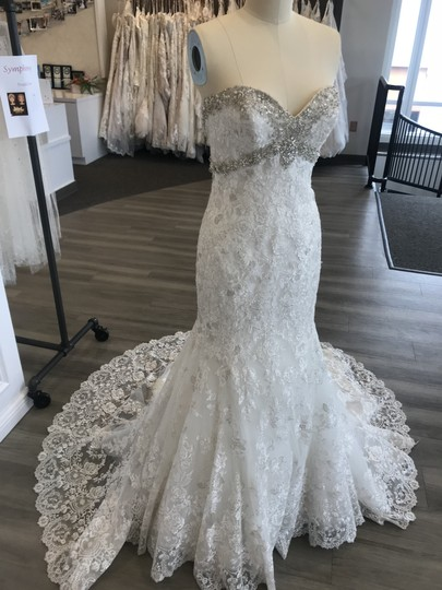 Allure Bridals Ivory/Silver Lace 9051 Feminine Wedding Dress Size 6 (S) Image 0