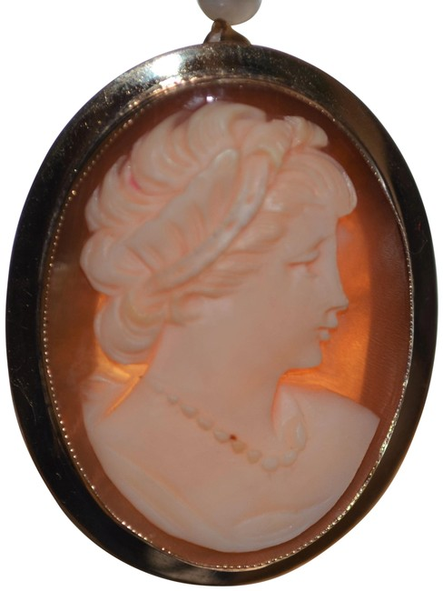 Item - Coral/Ivory Antique 14 K Yellow Gold Cameo Pendant-brooch. Excellent Condition.