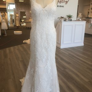 Rebecca Ingram Ivory/Soft Blush Lace Drew Feminine Wedding Dress Size 8 (M)