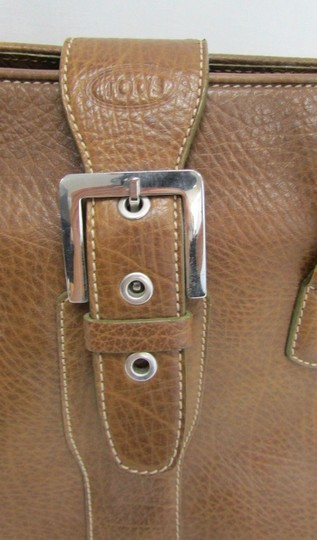 Tod's Leather Buckle Pebbled Satchel in brown Image 7
