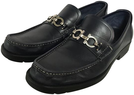 Preload https://img-static.tradesy.com/item/23406094/salvatore-ferragamo-navy-leather-men-s-loafers-d-flats-size-us-8-wide-c-d-0-2-540-540.jpg