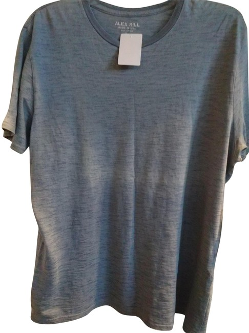 Preload https://img-static.tradesy.com/item/23406782/blue-l-light-cotton-tee-shirt-size-14-l-0-1-650-650.jpg