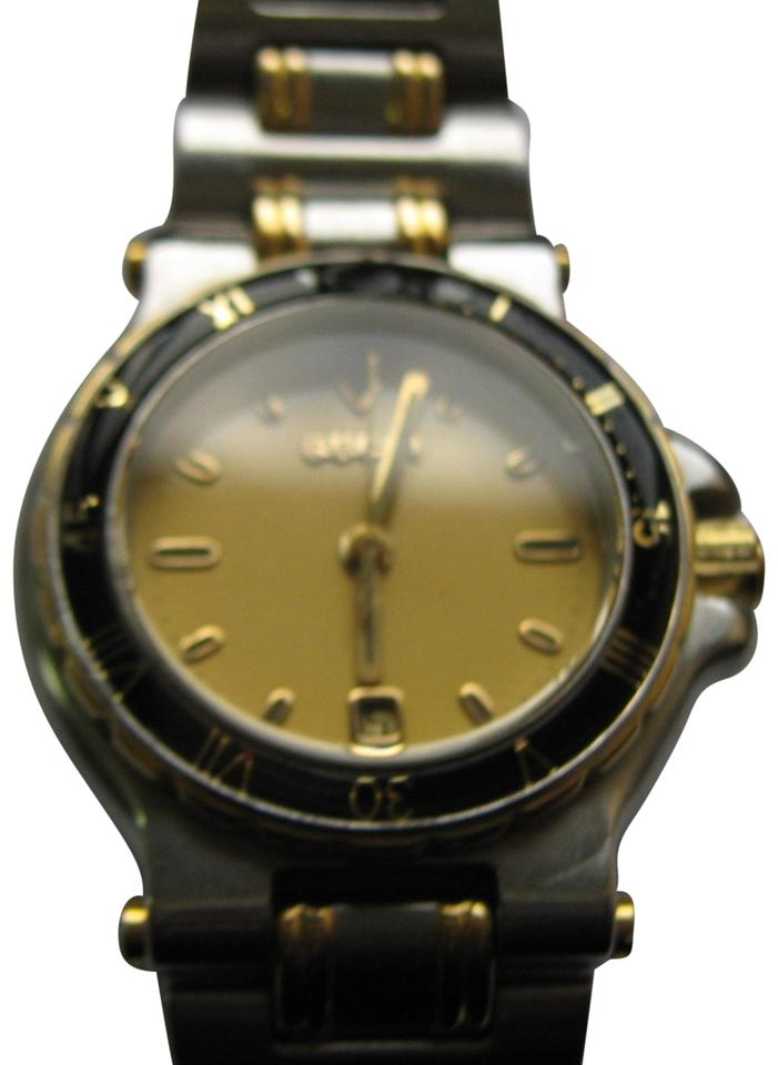 2f90bfd4a26 Gucci Elegant Women s Gucci Dress Watch 9700L Swiss Made Accurate Image 0  ...