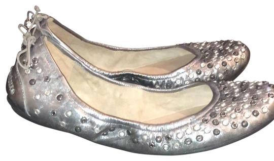 Preload https://img-static.tradesy.com/item/23407675/juicy-couture-silver-flats-size-us-7-regular-m-b-0-1-540-540.jpg