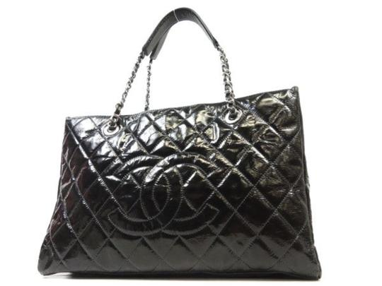 Preload https://img-static.tradesy.com/item/23408001/chanel-quilted-grand-shopper-tote-228284-black-patent-leather-shoulder-bag-0-0-540-540.jpg