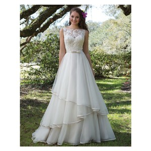 Sweetheart Clothing Sand/Ivory Tulle Style 6175 Formal Wedding Dress Size 8 (M)