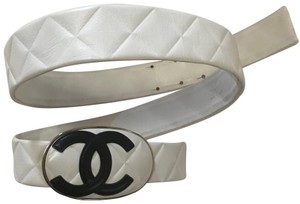 Chanel Chanel white quilted leather CC belt Size 36