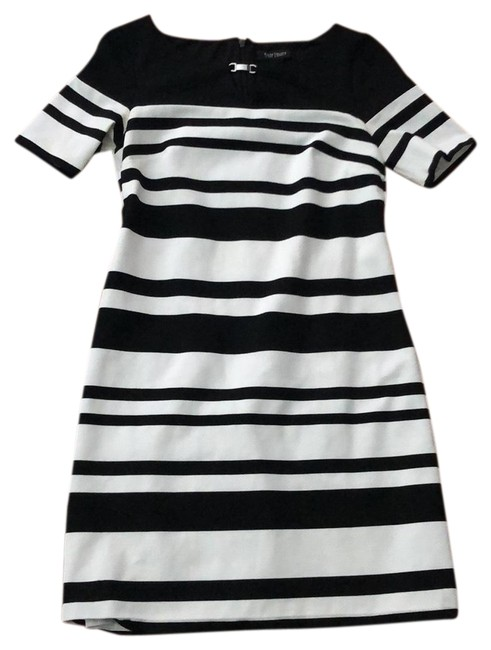 Item - and Modern Mid-length Work/Office Dress Size 4 (S)