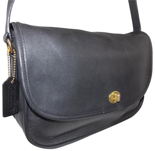 Preload https://img-static.tradesy.com/item/23416413/coach-city-city-f05o-9790-brass-excellent-condition-black-leather-shoulder-bag-0-1-540-540.jpg