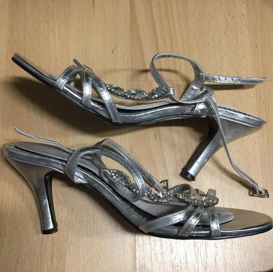 David's Bridal silver Pumps