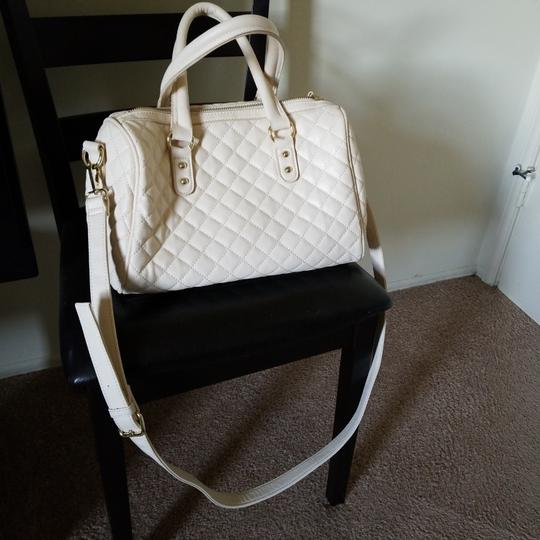 Preload https://img-static.tradesy.com/item/23416535/forever-21-beige-purse-leather-satchel-0-0-540-540.jpg