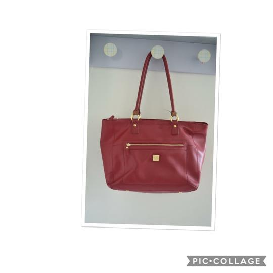 Preload https://img-static.tradesy.com/item/23416615/red-leather-tote-0-0-540-540.jpg