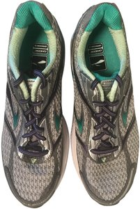 Brooks Running Cushion Neutral Distance White and Green Athletic