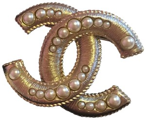 Chanel Chanel gold brooch