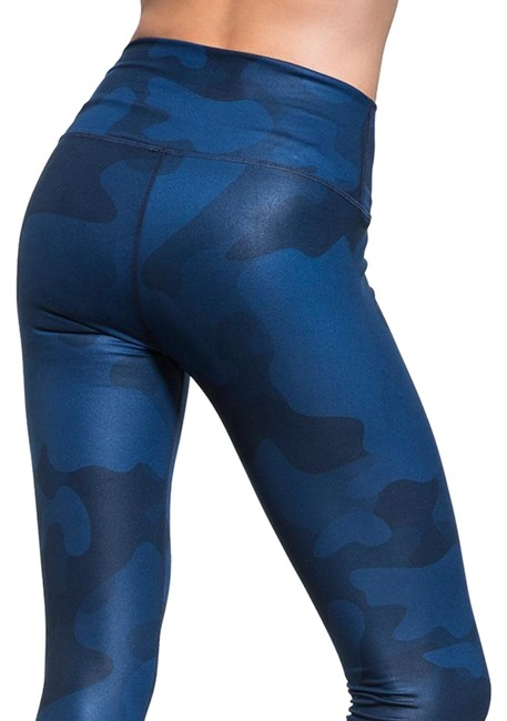 Item - Blue Yoga Airbrush Camouflage In Navy Camo Activewear Bottoms Size 4 (S, 27)