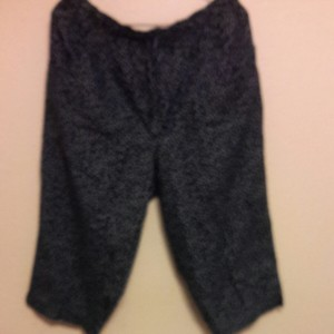 Gloria Vanderbilt Capris Navy blue with white dots
