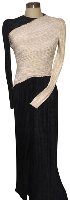 Item - White and Black Fortuny Pleated Long Formal Dress Size 8 (M)