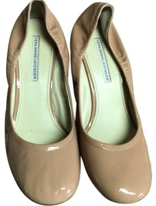 Vera Wang Lavender Label beige Pumps