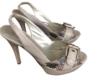 Guess bone with snakeskin & silver buckle Pumps