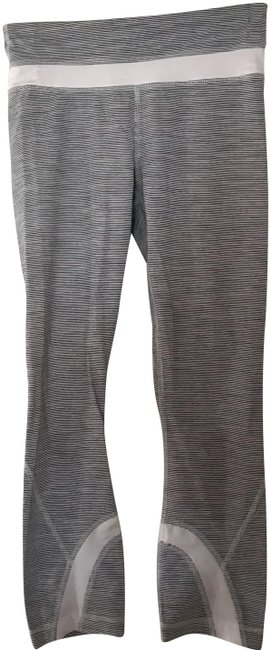 Preload https://img-static.tradesy.com/item/23429726/lululemon-white-cropped-activewear-capriscrops-size-2-xs-0-1-650-650.jpg