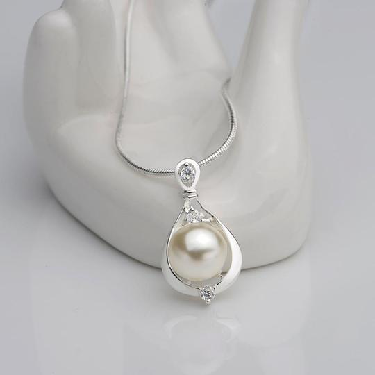 Sabella Crystal , silver and pearl necklace, perfect gift Image 1