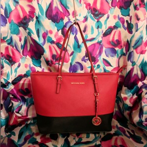 MICHAEL Michael Kors Tote in Black & Red