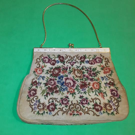 Preload https://img-static.tradesy.com/item/23435799/vintage-embroidered-fabric-clutch-0-1-540-540.jpg